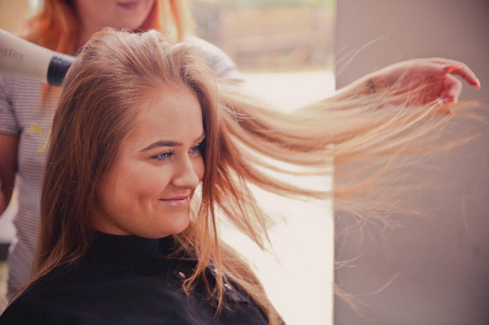 Gå till en inspirerande frisör