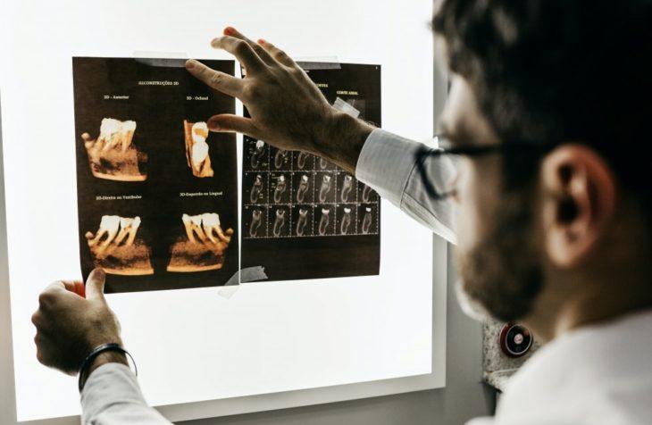 Ta hjälp av en tandläkare i Järfälla
